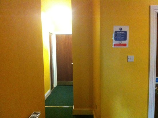 Paddy's Palace: Hallway