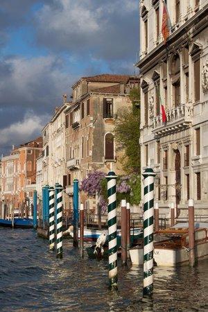 Gran Canal: Frühmorgens fast allein auf dem Vaporetto.