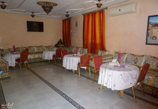 Hotel Jnane Sbile: salle ou on sert le petit déje
