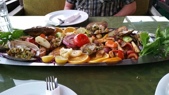 Shark Restaurant : Seafood Platter - beautifully fresh and well cooked
