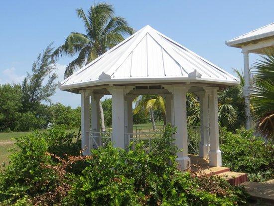 Cayo Libertad Hotel : kleiner Pavillon auf dem Hotelgelände