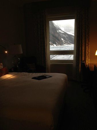 Fairmont Chateau Lake Louise: EVENING FALLS WITH A VIEW FROM HEAVEN
