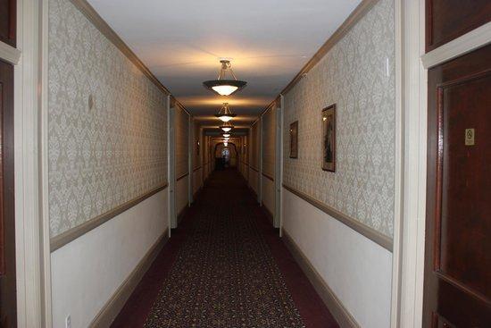 Stanley Hotel: Hallway
