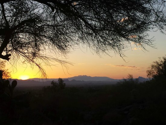 Sanctuary Camelback Mountain : sunrise from the top of the property