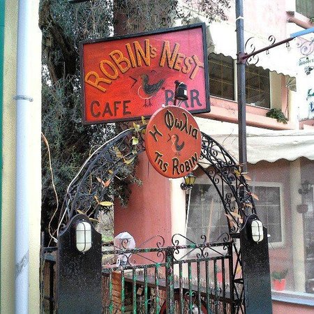 Robin's Nest Bar : Front enterence