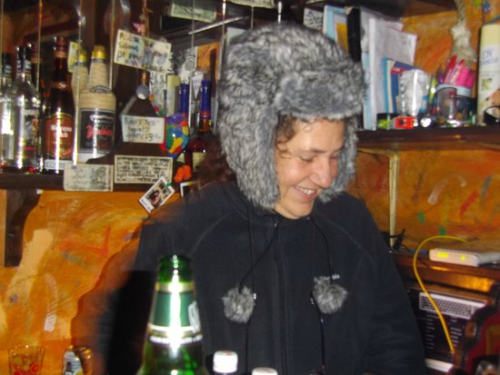 Robin's Nest Bar : This is Robin, it was a chilly evening.