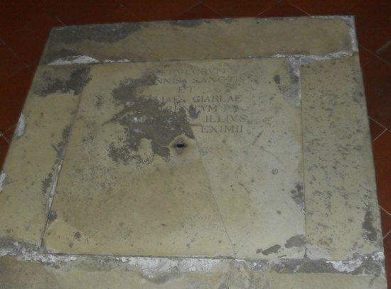 Casa Natale di Raffaello: Tomba della madre in San Francesco