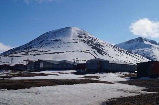 Radisson Blu Polar Hotel, Spitsbergen, Longyearbyen: Rear of the Hotel