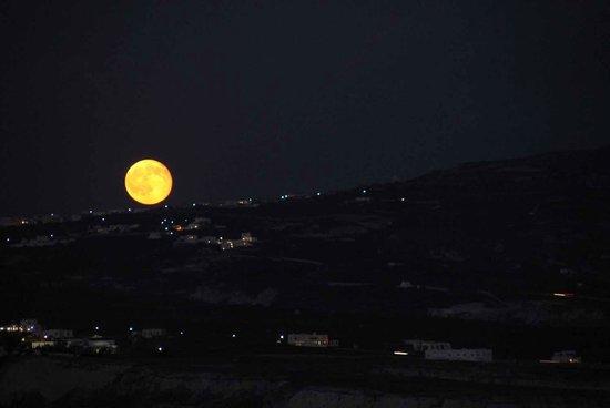 Mond über Akrotiri vom Apanemo aus