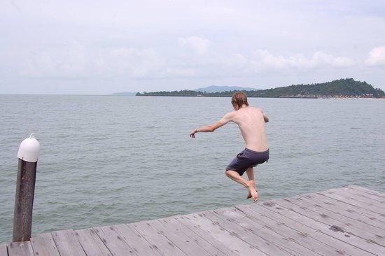 Telunas Resorts - Telunas Beach Resort: Jumping off the dock