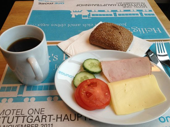 Motel One Dresden-Palaisplatz: fresh breakfast