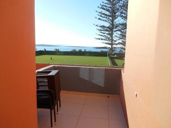Dolmen Resort Hotel : Terrasse avec vue sur mer