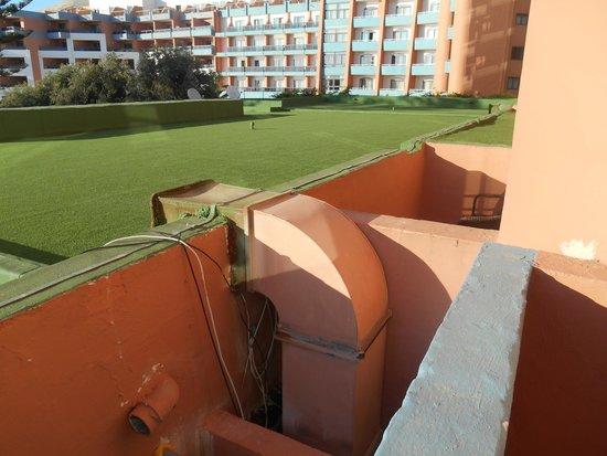 Dolmen Resort Hotel : Ventilation à droite et vue sur mer