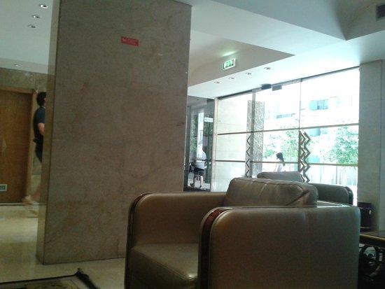 SANA Reno Hotel : reception area