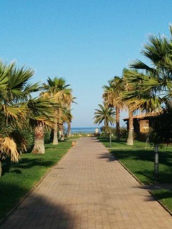 Hotel Garden Beach : Anlage zwischen Rezeption und Speisesaal