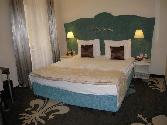 La Prima Fashion Hotel: Il comodo letto.