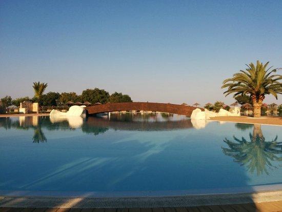 Hotel Garden Beach : Pool mit Brücke