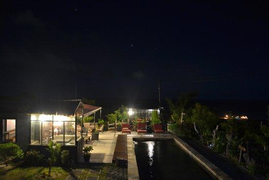 Domaine de la Paix: vue de nuit