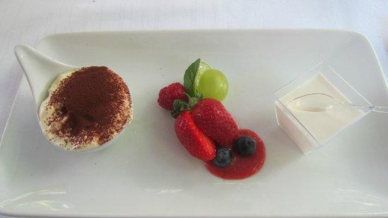 Ristorante Grotto Sant'Anna: dessert; tiramisu & panna cotta with fruit