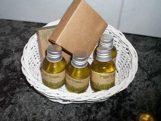 Balneo Hotel Zsori Thermal & Wellness: Bathroom set