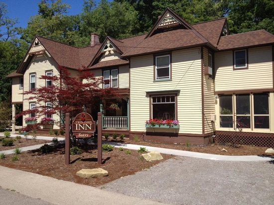Twin Oaks Inn: The Inn