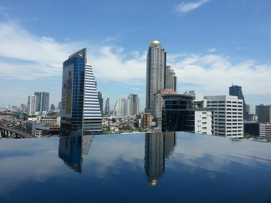Eastin Grand Hotel Sathorn: View from the pool