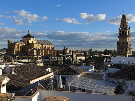 Balcon de Cordoba: La Mezquita from roof terrace - day