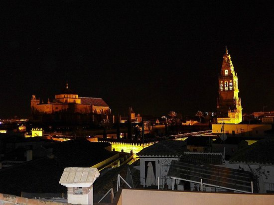 Balcon de Cordoba: La Mezquita from roof terrace - night