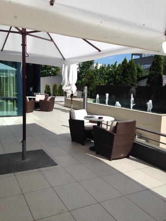 Hotel Aristos: Ground floor terrace bar