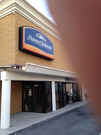 Howard Johnson Inn Queens: Front