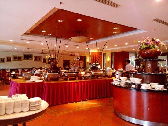 Pulai Springs Resort: buffet breakfast