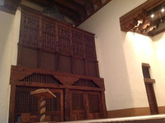 New Mexico Museum of Art: Organ in the auditorium