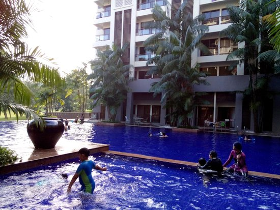 Buffet breakfast picture of pulai springs resort johor for Koi pond johor bahru