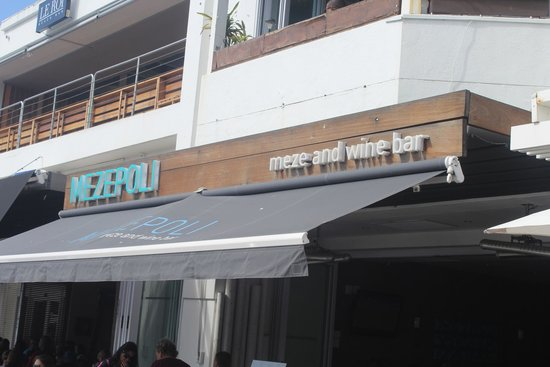 Mezepoli Meze & Wine Bar: Vista fachada