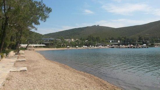 Crystal Green Bay Resort & Spa : вид на пляж со стороны