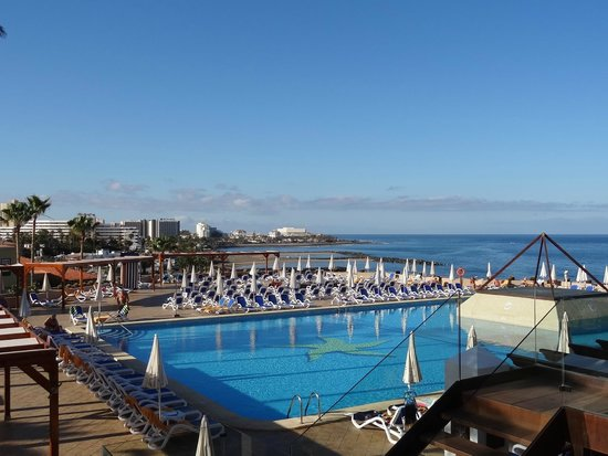 Iberostar Bouganville Playa: pool with sea view