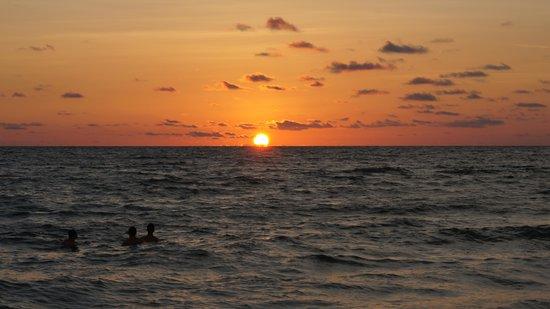Plaza Beach Hotel - Beachfront Resort: perfect sunset