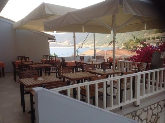 Breakfast terrace bild von hotel ionis lefkada for Breakfast terrace