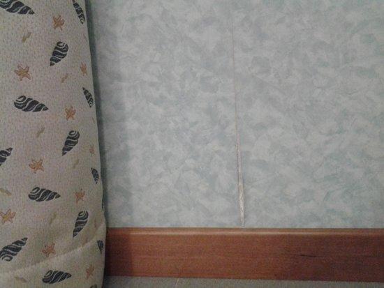 Mare Hotel Savona : papel pintado despegado