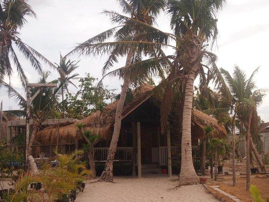 AABANA Beach & Watersport Resort Malapascua: fan room porch