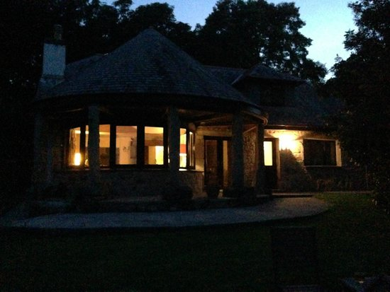 Bosinver Farm Cottages: Laburnum by night