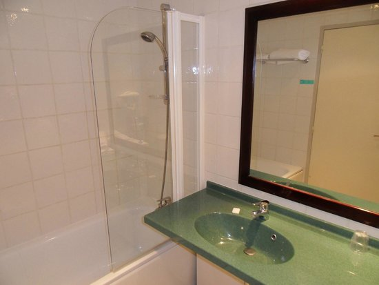 Mercure Montauban : Bathroom 214