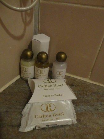 Carlton Hotel Brasilia: alguns dos itens disponíveis no banheiro