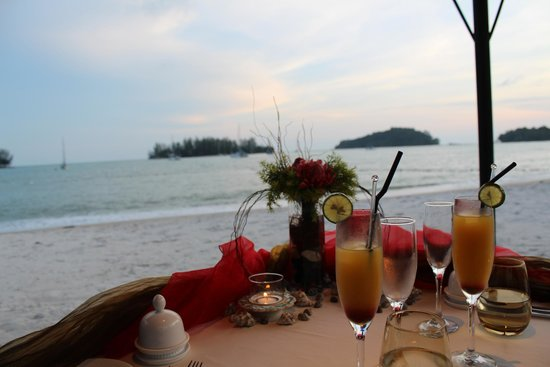 The Danna Langkawi, Malaysia: The view of the horizon from our dinner table.