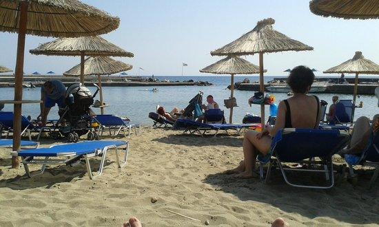 Nana Beach Hotel: Relaxing on the beach