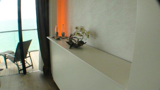 Hotel Oceania Saint Malo : Water op de kamer