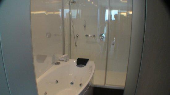 Hotel Oceania Saint Malo: douche