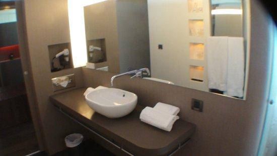 Hotel Oceania Saint Malo: Wastafel