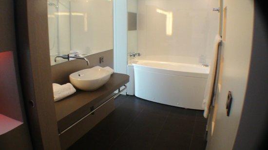 Hotel Oceania Saint Malo: Jacuzzi-bad