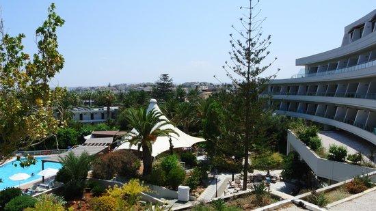 Agapi Beach Hotel: вид из основного корпуса